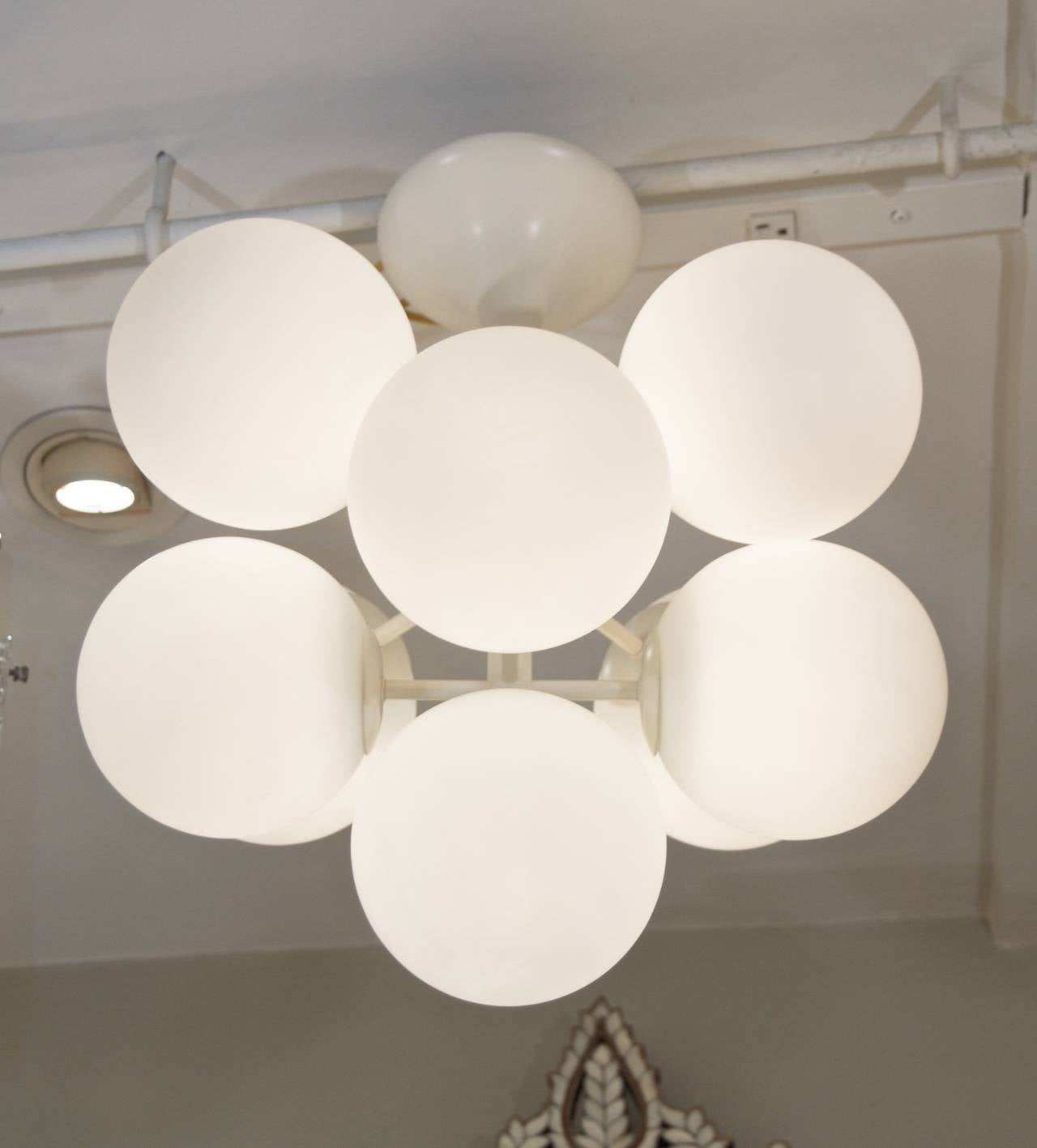 Mid-Century Modern Temde Atomic Chandelier in White Enamel with Opal Globes For Sale
