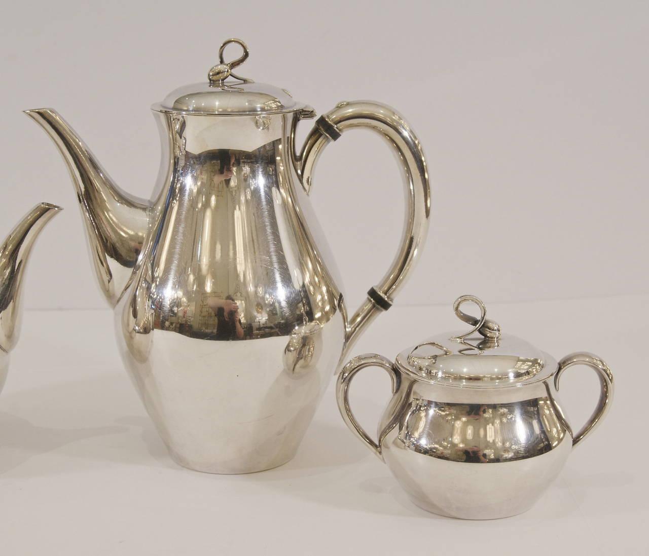 "Mid-Century Modern Reed & Barton ""Americana"" Silverplate Tea & Coffee Service For Sale"