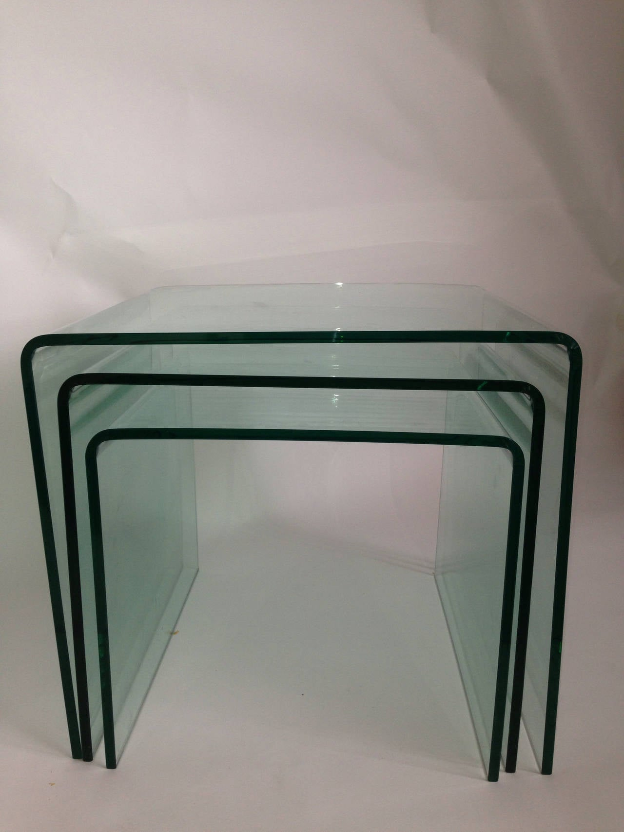 Late 20th Century Bent Glass Nesting Tables (Set of 3) For Sale