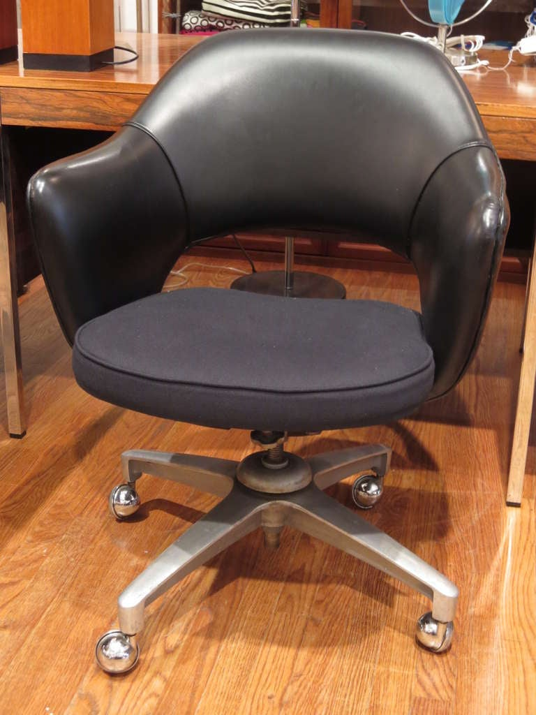 Vintage Saarinen Executive Arm Task Chairs For Knoll At