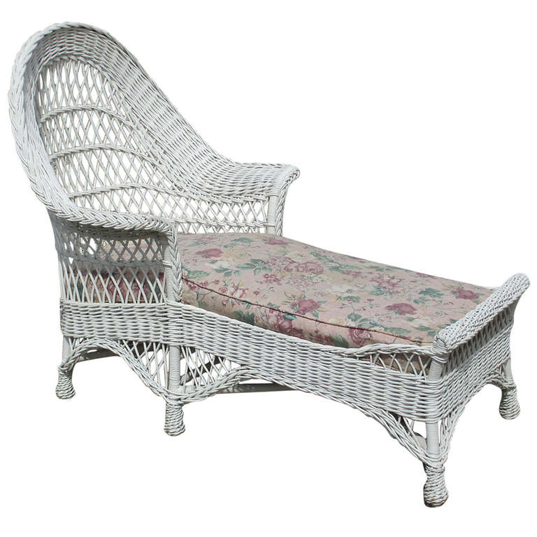 Bar harbor wicker chaise lounge at 1stdibs for Antique wicker chaise lounge