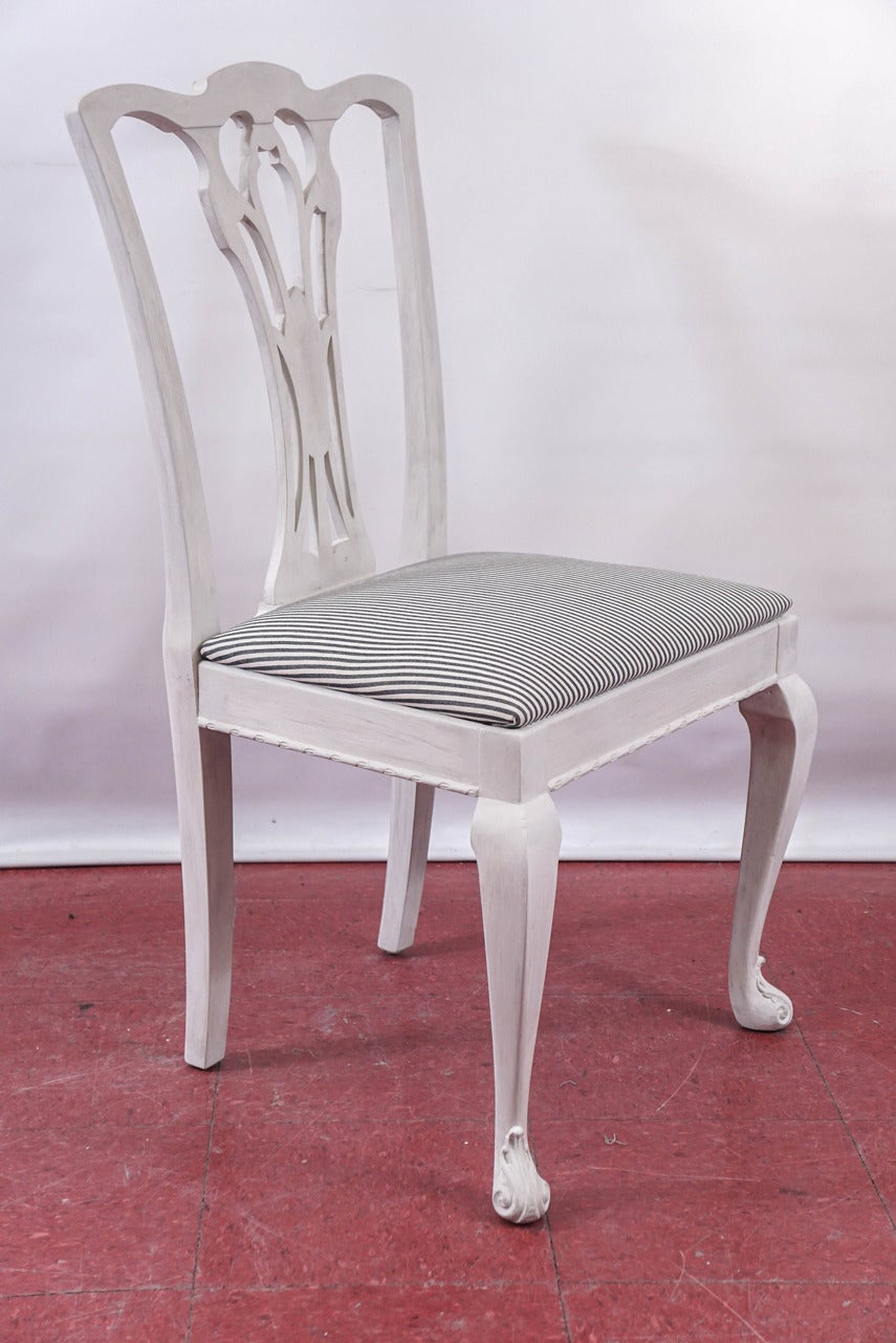 Six Painted Chippendale-Style Dining Chairs In Good Condition For Sale In Great Barrington, MA