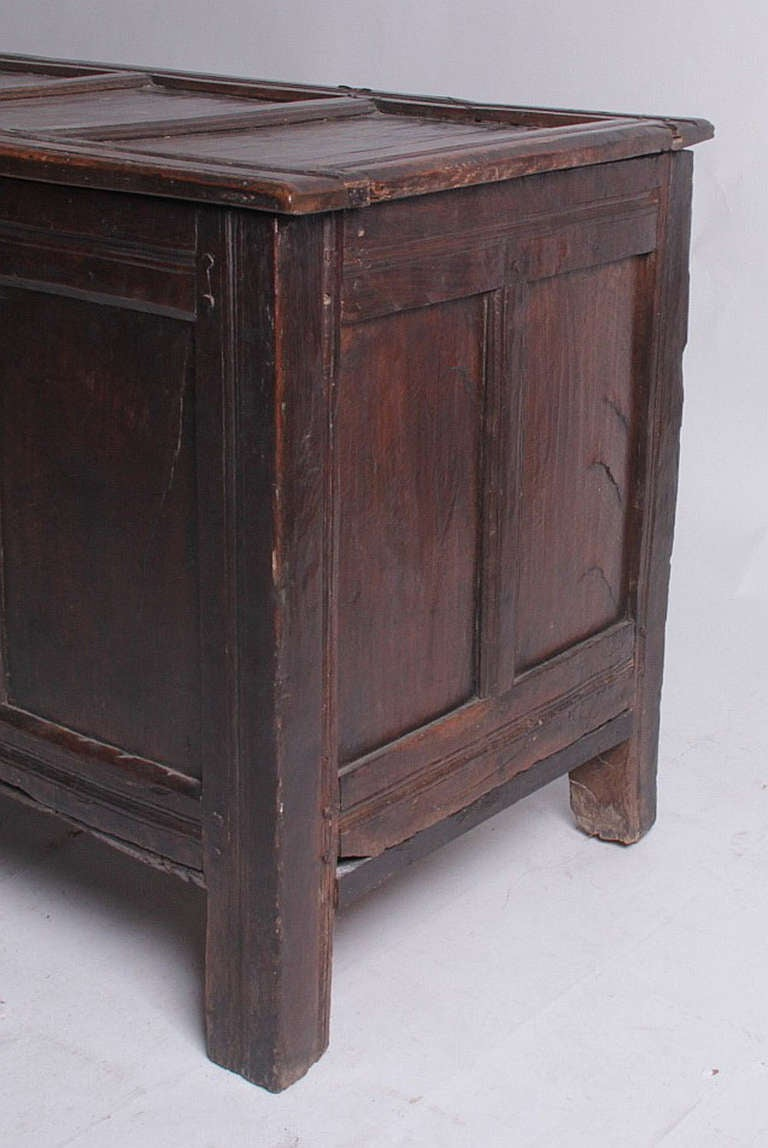 English Oak Chest 17th-18th Century In Good Condition For Sale In Great Barrington, MA