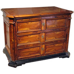 Fine Italian Baroque Walnut Commode, 17th Century