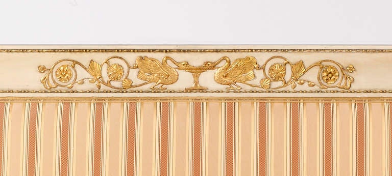 An Important Italian Neoclassical Painted & Parcel Gilt Canapé In Excellent Condition For Sale In Sheffield, MA
