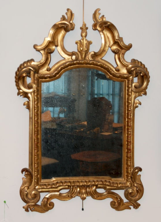 A Fine Pair of Italian Genovese Giltwood Mirrors In Excellent Condition For Sale In Sheffield, MA