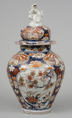 Fine Early Japanese Imari Vase and Lid with Foo Dog Finial, circa 1720