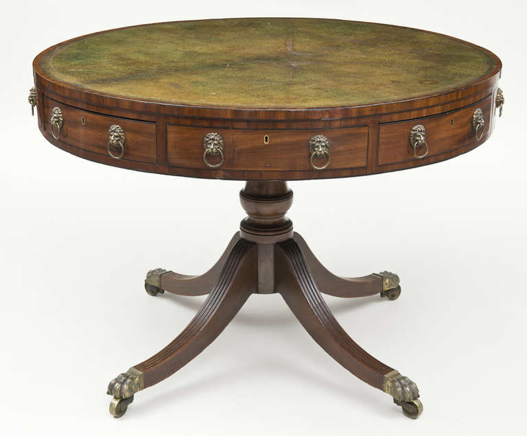 Regency Drum Table, circa 1810 In Excellent Condition For Sale In Sheffield, MA