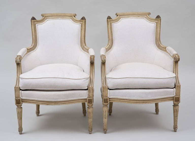 Pair of French Louis XVI Style Bergères In Excellent Condition For Sale In Sheffield, MA