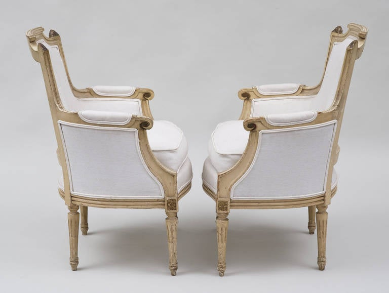 20th Century Pair of French Louis XVI Style Bergères For Sale