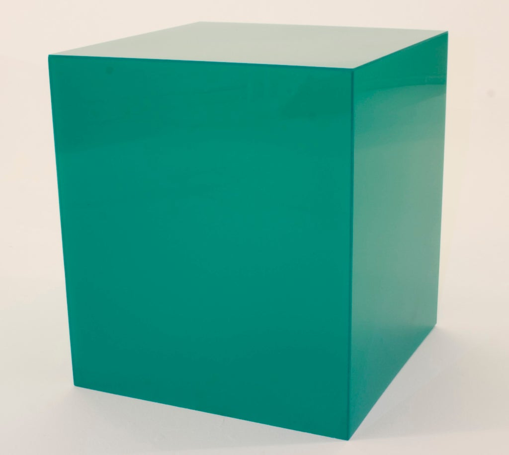 Emerald Green Lucite Lamp-table image 3