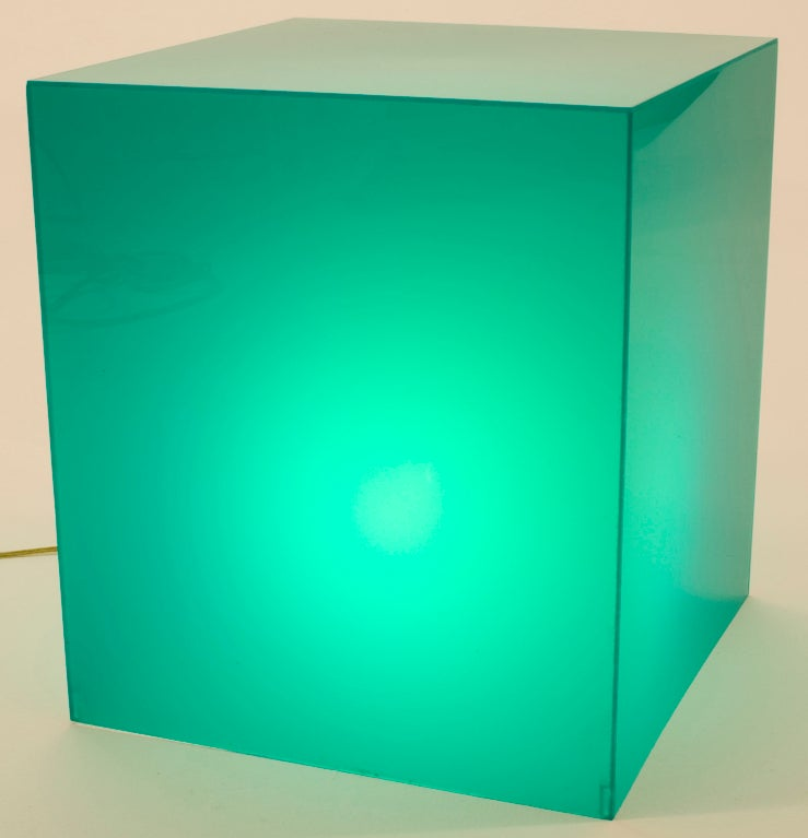 Emerald Green Lucite Lamp-table image 4