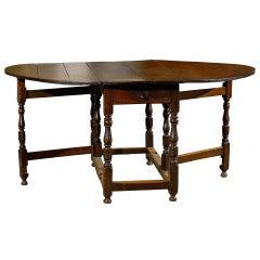 English Charles II Style Walnut Gateleg Drop-Leaf Table with Turned Legs, 1850s