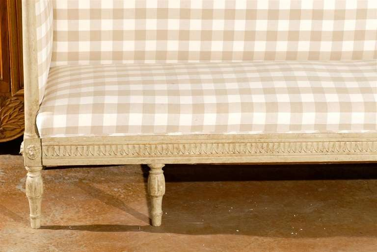 Swedish Period Gustavian Neoclassical Painted Sofa With Checkered Fabric  For Sale 3