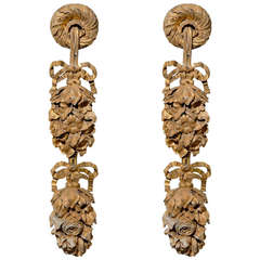 Pair of French 1750s Carved Giltwood Appliques with Garlands and Bows