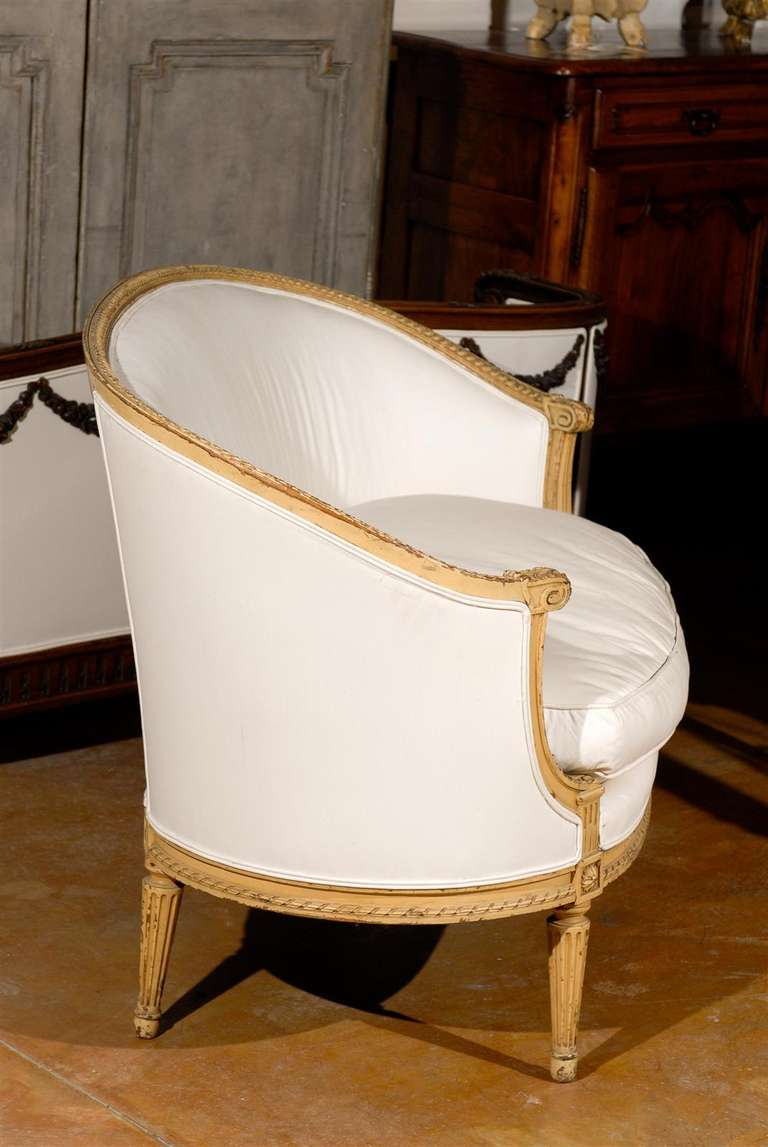 French Louis XVI Style Carved Wood Canapé with Wraparound Back, circa 1890 For Sale 4