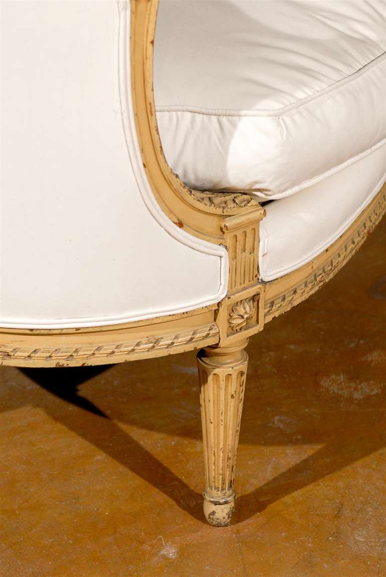 French Louis XVI Style Carved Wood Canapé with Wraparound Back, circa 1890 For Sale 1