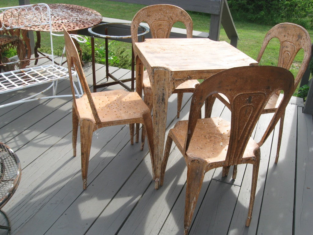 Metal Game/Garden Table and Four Chairs In Very Good Vintage Condition