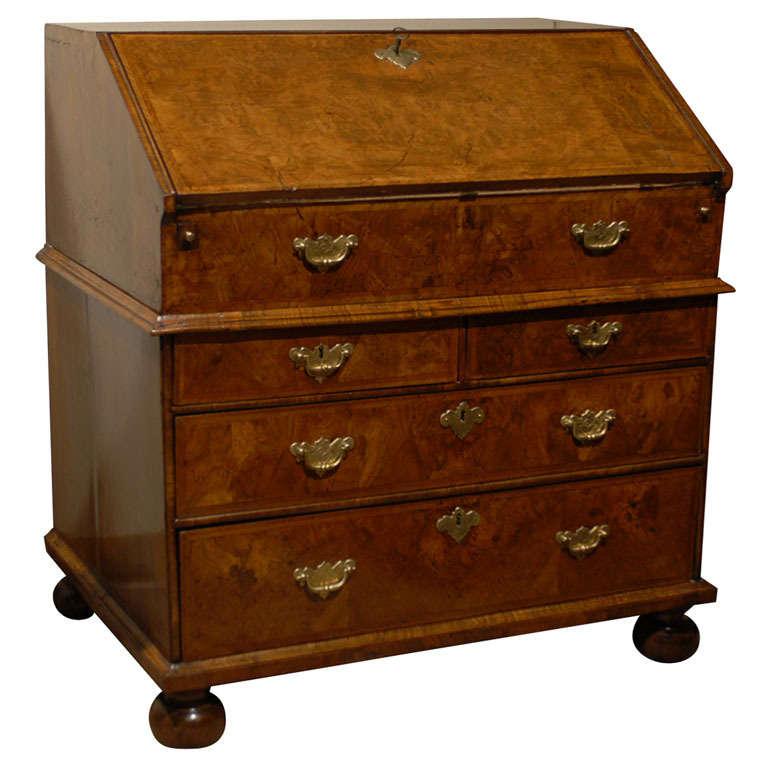 queen anne period bureau in walnut england c 1710 at. Black Bedroom Furniture Sets. Home Design Ideas