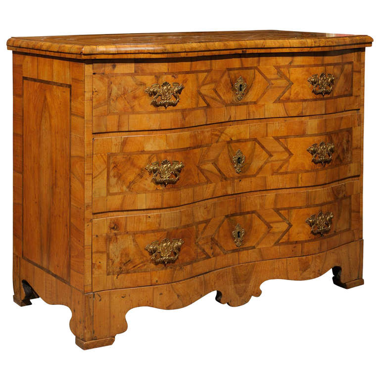18th Century Walnut Inlaid Serpentine Commode, Germany