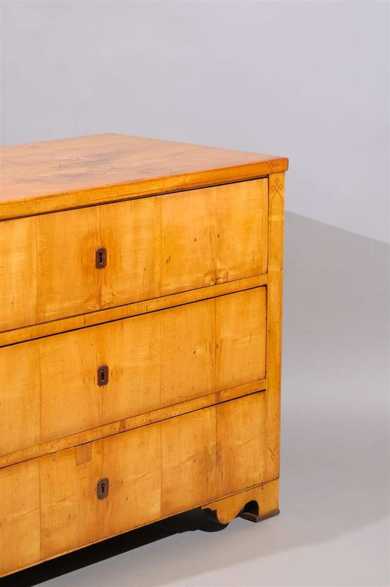 German 19th Century Biedermier Commode with Inlay For Sale