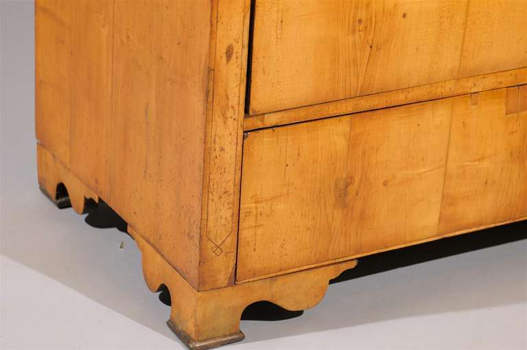 19th Century Biedermier Commode with Inlay In Good Condition For Sale In Atlanta, GA