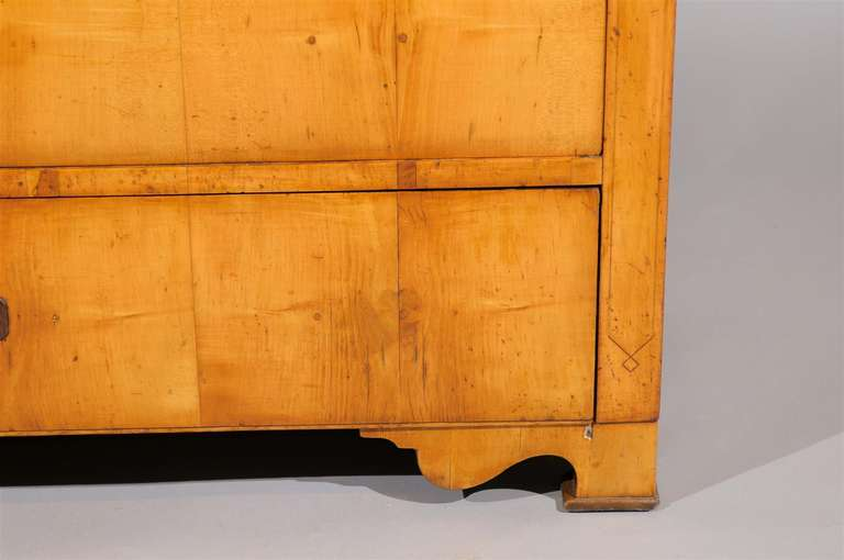 19th Century Biedermier Commode with Inlay For Sale 4