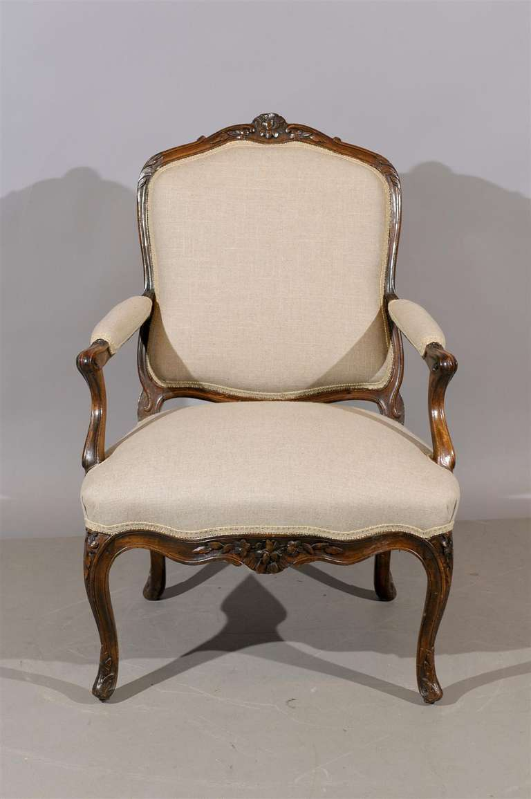 19th century french louis xv style walnut fauteuil at 1stdibs. Black Bedroom Furniture Sets. Home Design Ideas