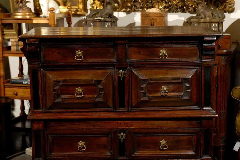 Mid-18th Century Large English George III Geometric Front Five-Drawer Commode For Sale 1