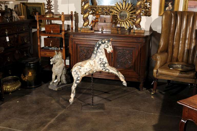 English Painted Wooden Horse Sculpture on Stand from the Mid-19th Century In Good Condition For Sale In Atlanta, GA
