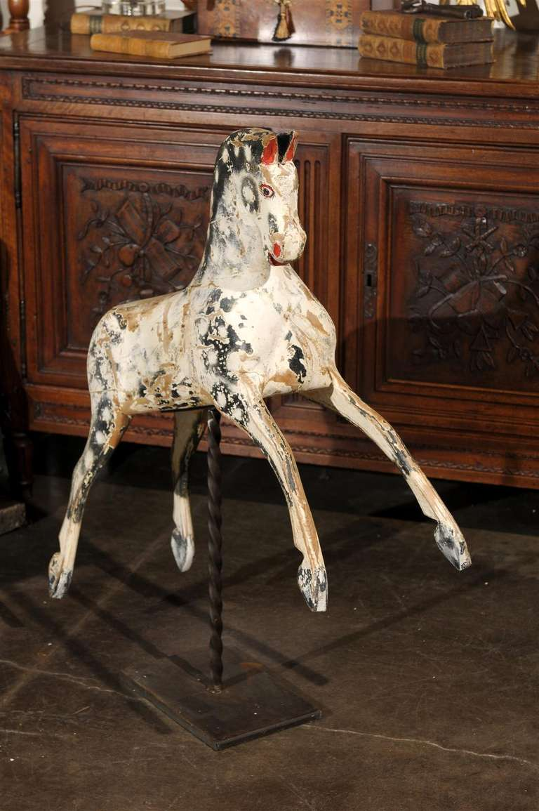 English Painted Wooden Horse Sculpture on Stand from the Mid-19th Century For Sale 1
