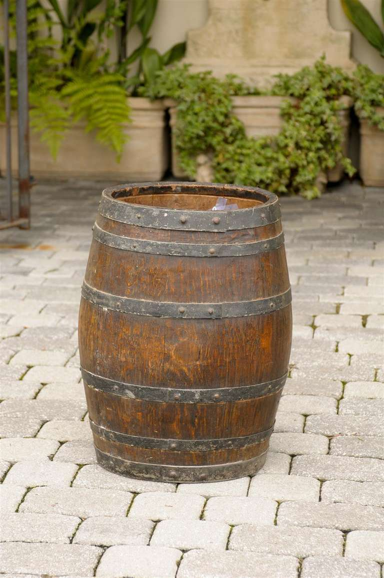 Rustic English Wooden Barrel with Metal Straps from the Late 19th Century For Sale 6