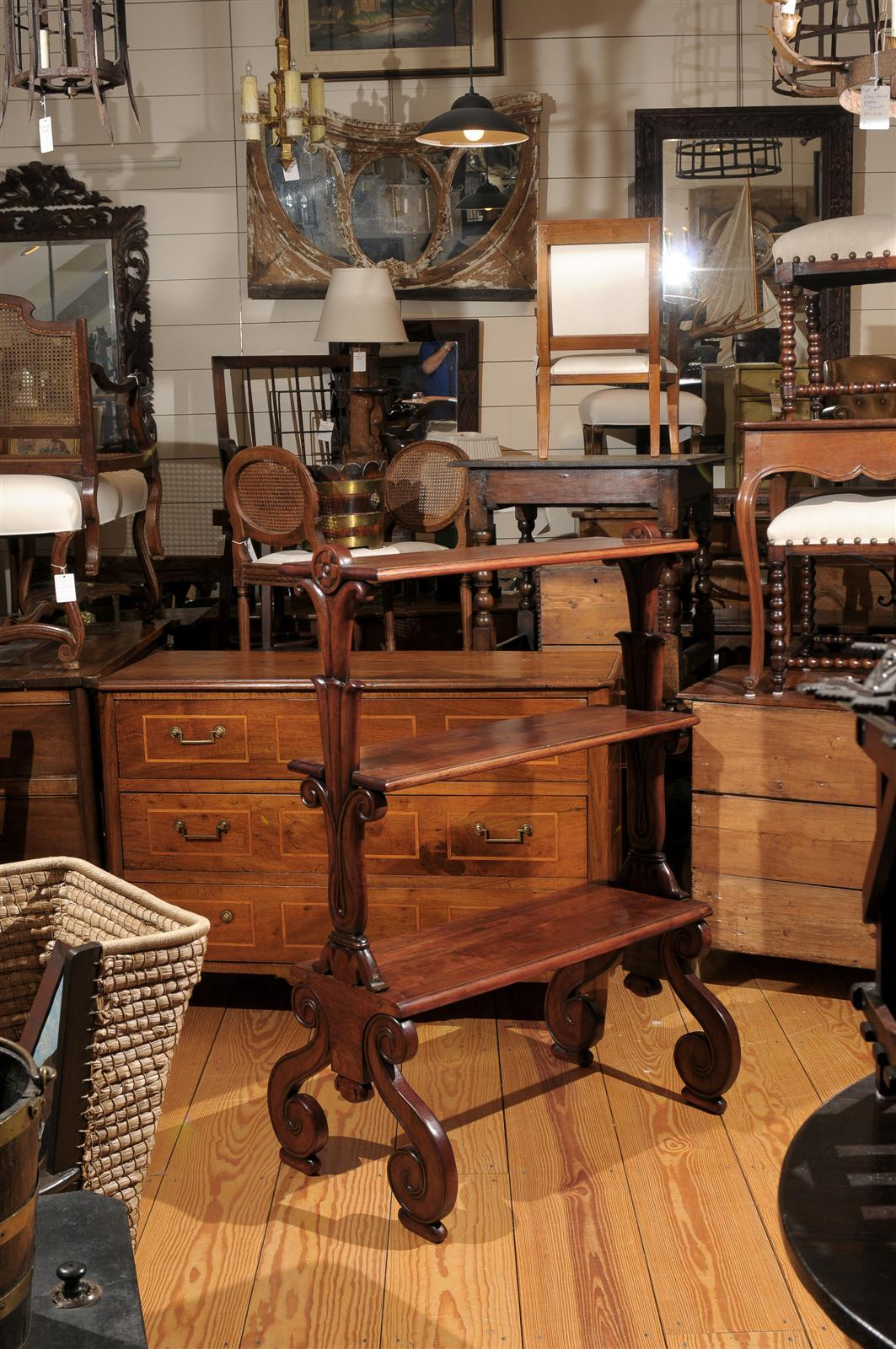 Unknown Mahogany Three-Tiered Shelf with Scrolled Legs from the Late 19th Century For Sale