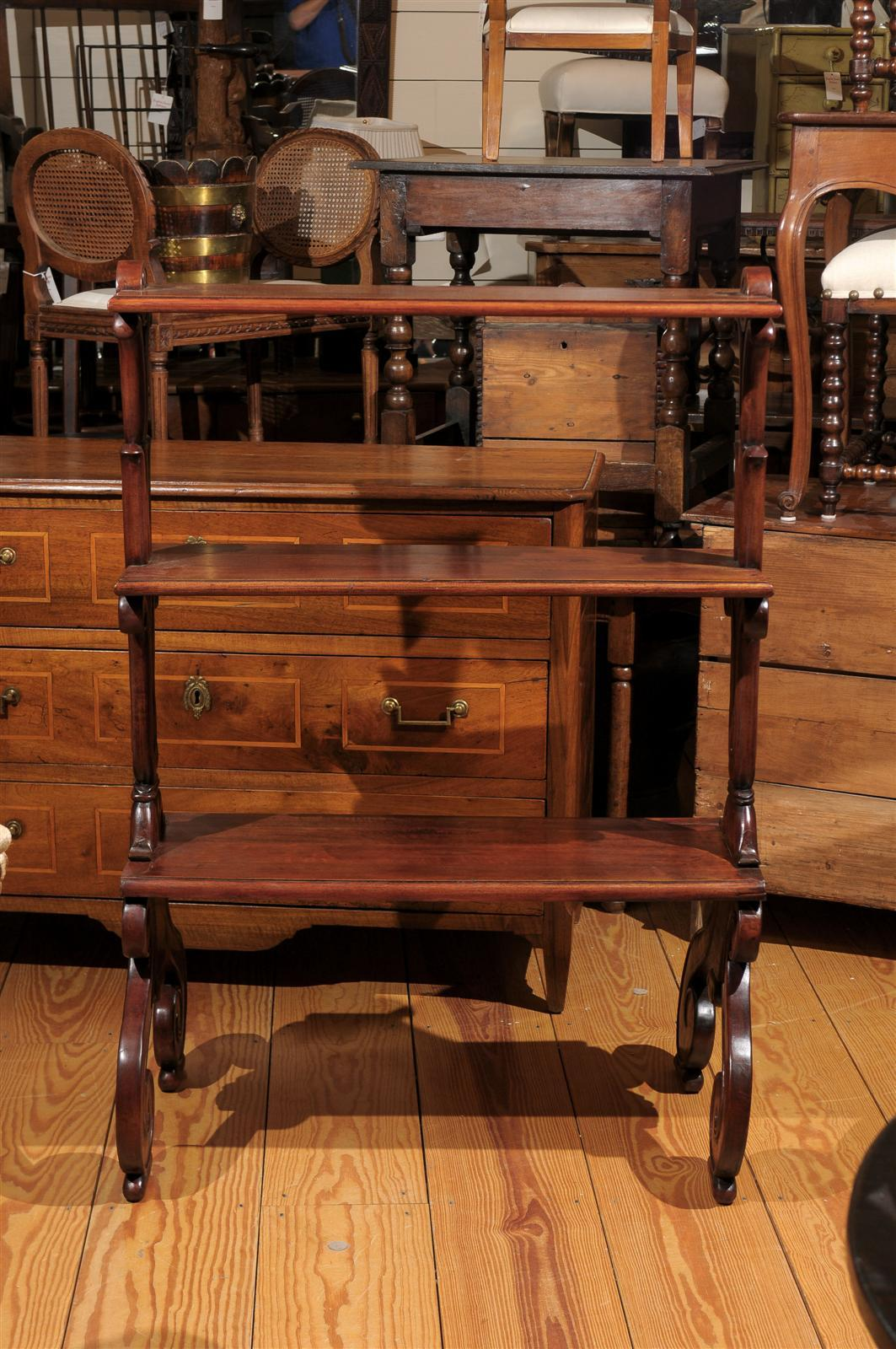 Mahogany Three-Tiered Shelf with Scrolled Legs from the Late 19th Century For Sale 6
