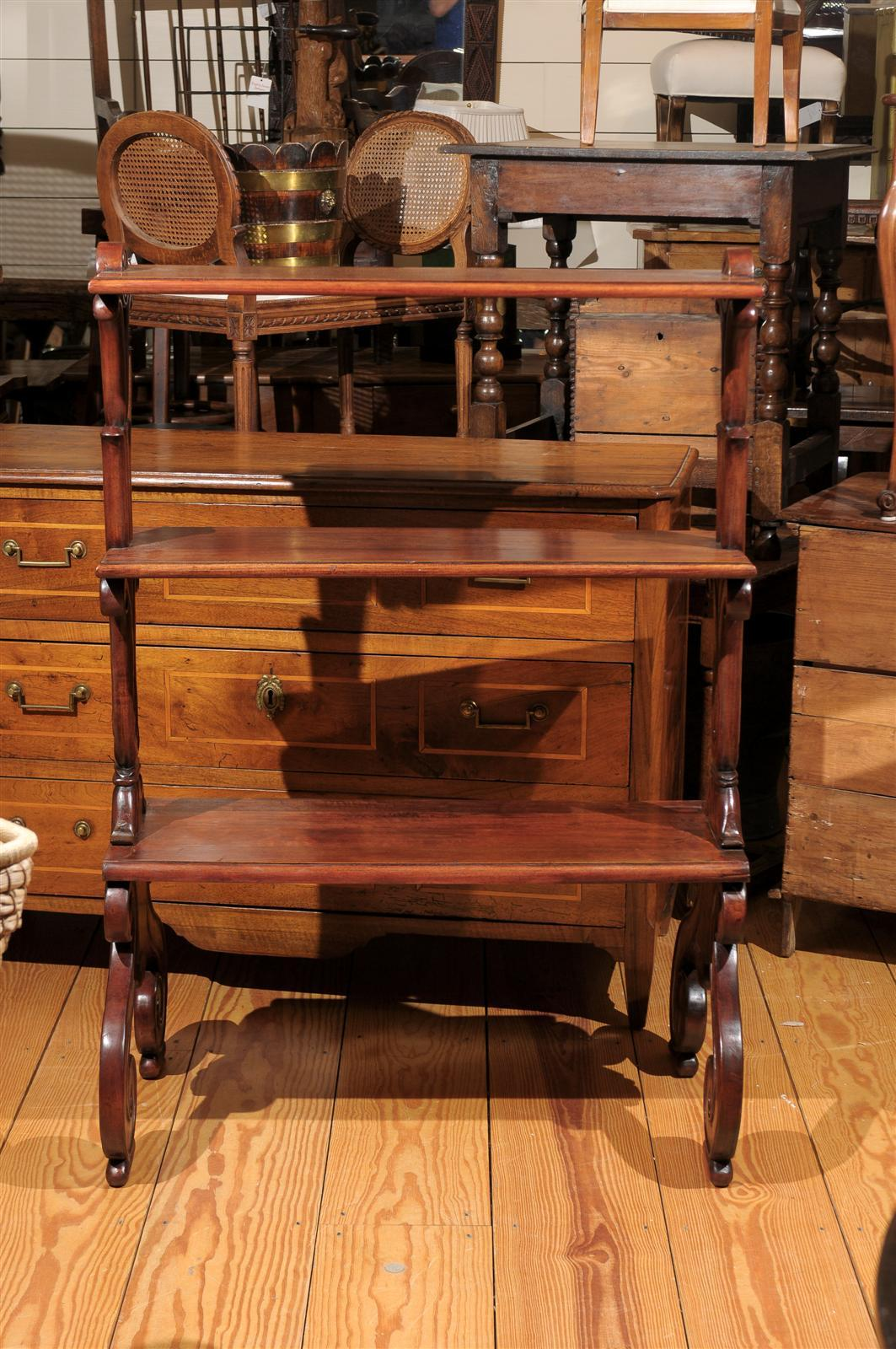 Mahogany Three-Tiered Shelf with Scrolled Legs from the Late 19th Century For Sale 5