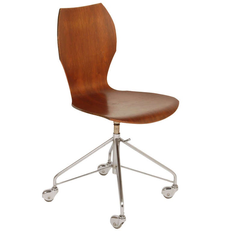 Arne jacobsen chair barcelona chair knoll traditional for Chaise arne jacobsen