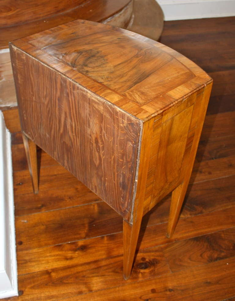 petite italian commode nightstand at 1stdibs. Black Bedroom Furniture Sets. Home Design Ideas