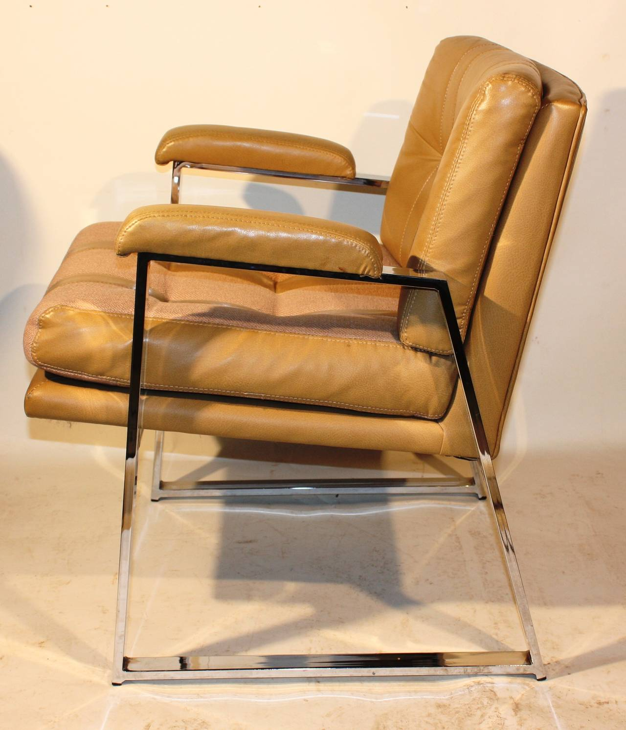 Genial A Nice Pair Of Mid Century Milo Baughman Style Chrome Armchairs In Tan  Vinyl And