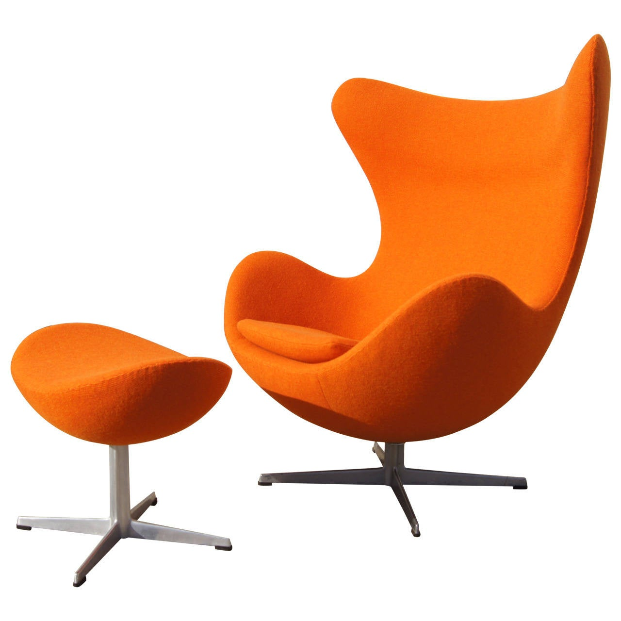 Early egg chair and ottoman by arne jacobsen at 1stdibs for Egg chair jacobsen