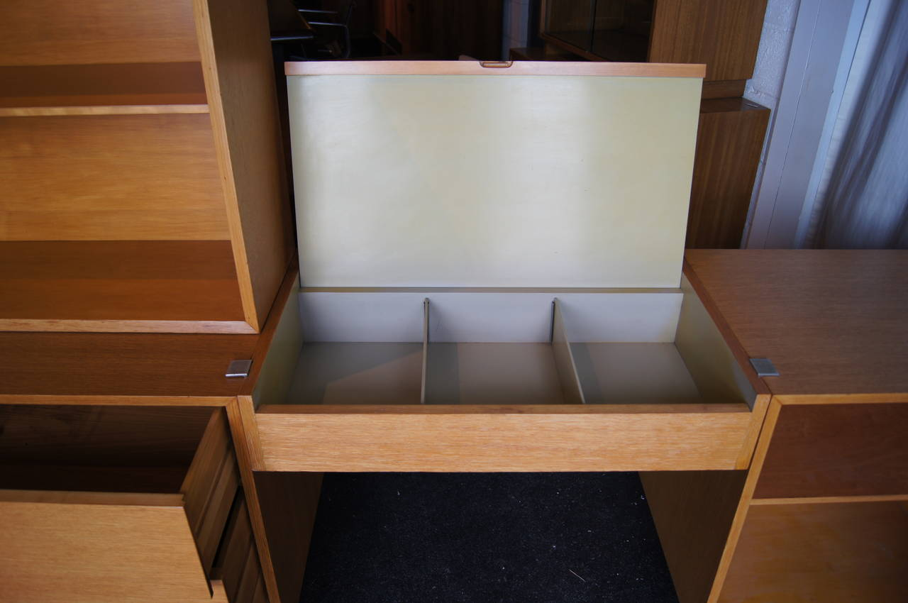 Oak Modular Storage Unit with Table by George Nelson for Herman Miller In Excellent Condition For Sale In Boston, MA