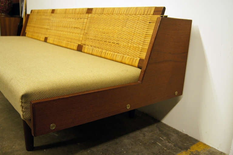 Oak and Rattan Daybed by Hans Wegner for GETAMA In Good Condition For Sale In Boston, MA