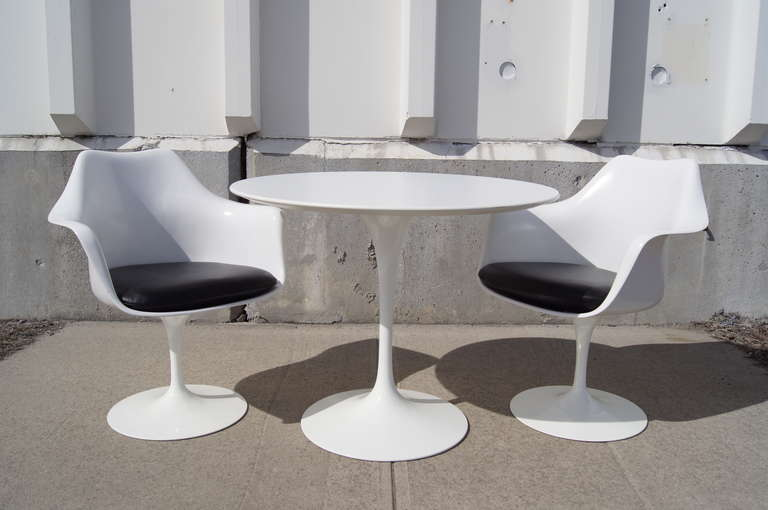 Pair Of Tulip Armchairs And Tulip Dining Table By Eero Saarinen For - Eero saarinen tulip table and chairs
