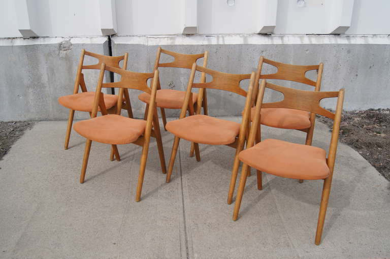 Set of Six Oak Ch-29 Sawbuck Dining Chairs by Hans Wegner for Carl Hansen In Excellent Condition For Sale In Boston, MA