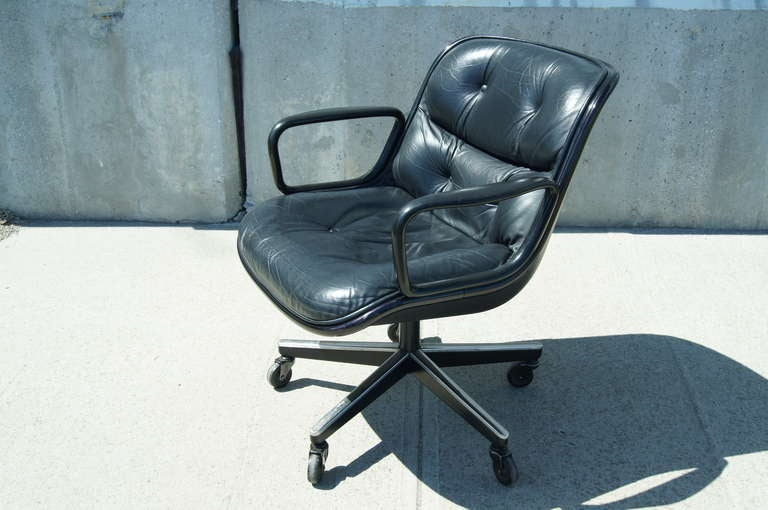 Mid-Century Modern Black Leather Executive Chair by Charles Pollock for Knoll For Sale