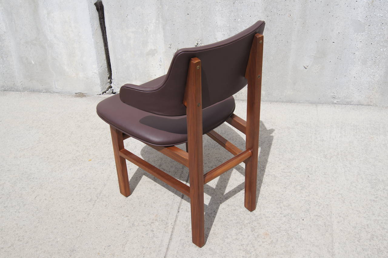 Set of Six Leather and Walnut Dining Chairs by Edward Wormley for Dunbar In Excellent Condition In Boston, MA