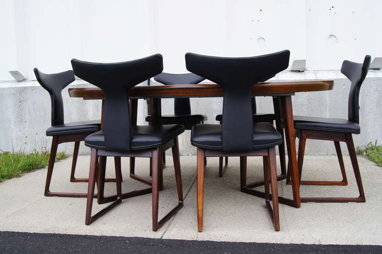 Scandinavian Modern Rosewood Dining Table and Six Chairs by Arne Vodder For Sale