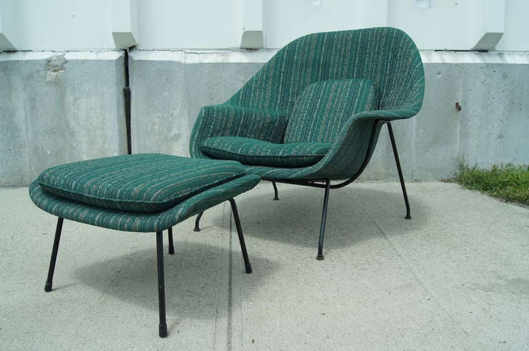 womb chair and ottoman by eero saarinen for knoll 2