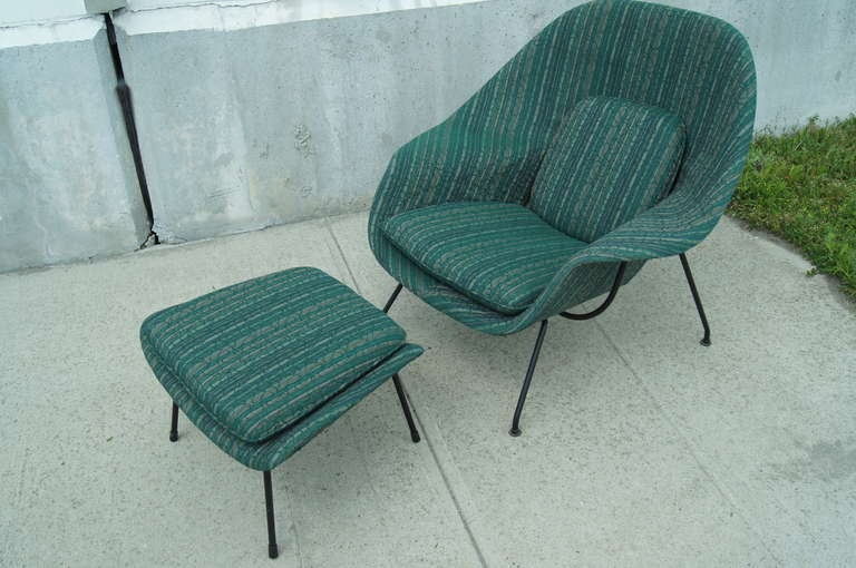 womb chair and ottoman by eero saarinen for knoll at 1stdibs