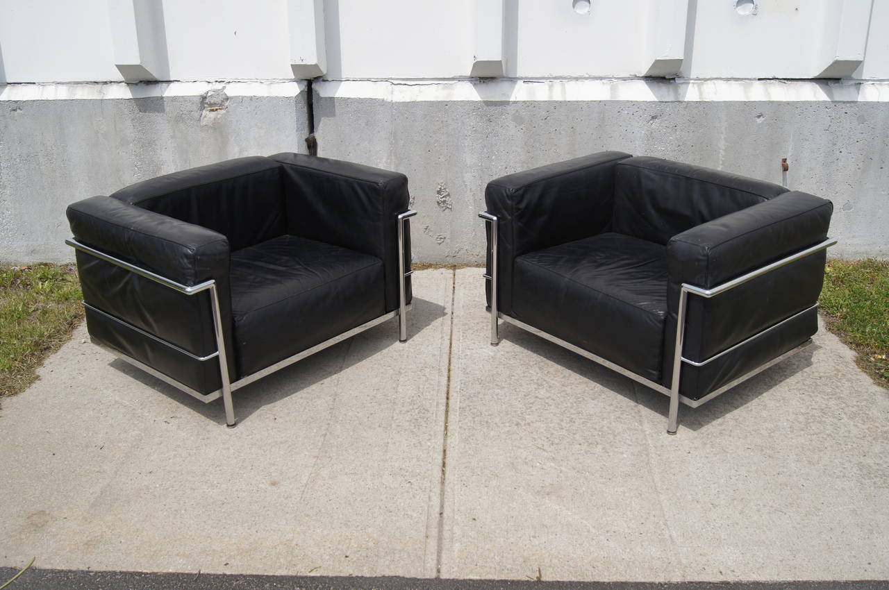 pair of lc3 grand confort lounge chair by le corbusier at 1stdibs. Black Bedroom Furniture Sets. Home Design Ideas