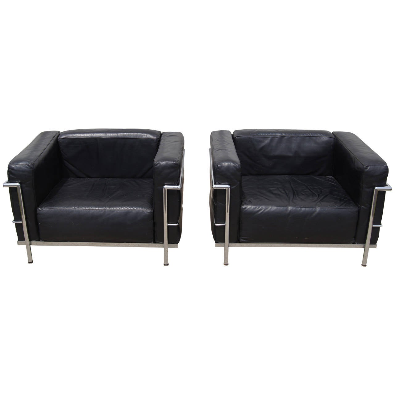 pair of lc3 grand confort lounge chair by le corbusier at. Black Bedroom Furniture Sets. Home Design Ideas